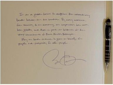 Former President Barack Obama experienced the pleasure, while signing a guest book ... left-handed!